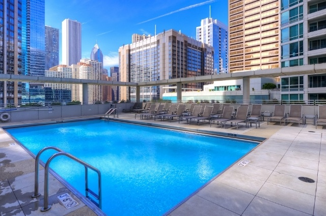atwater-apartments-chicago-corporate-housing-pool3.jpg