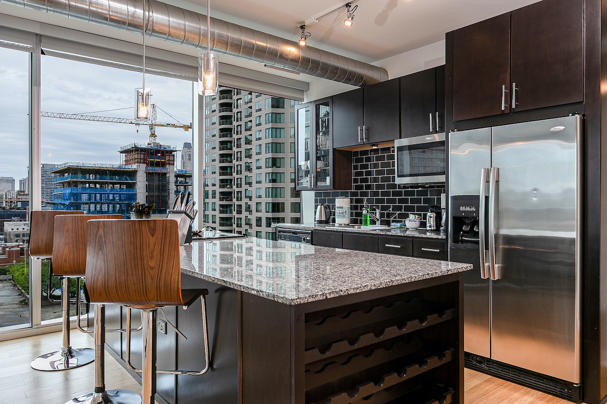 EnV Chicago Furnished Short Term Apartments 12-1 8
