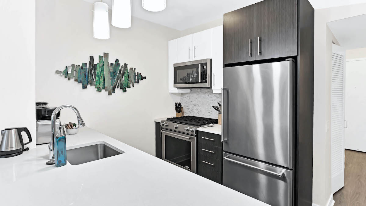 Moment Chicago corporate housing luxury furnished 34-1 e
