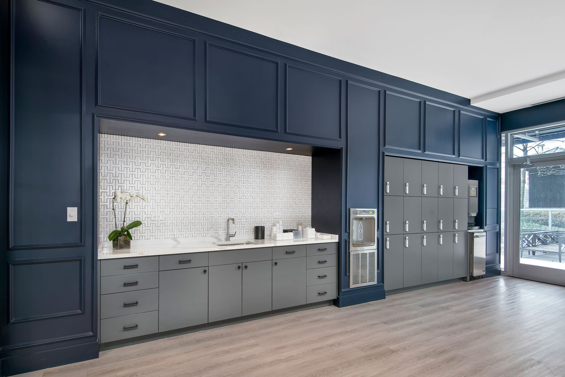 Two West Delaware Furnished Apartment Lounge Lockers